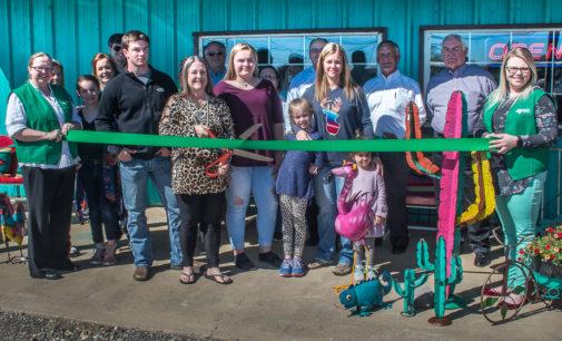 Bunkhouse Divas Boutique celebrates new location with ribbon cutting