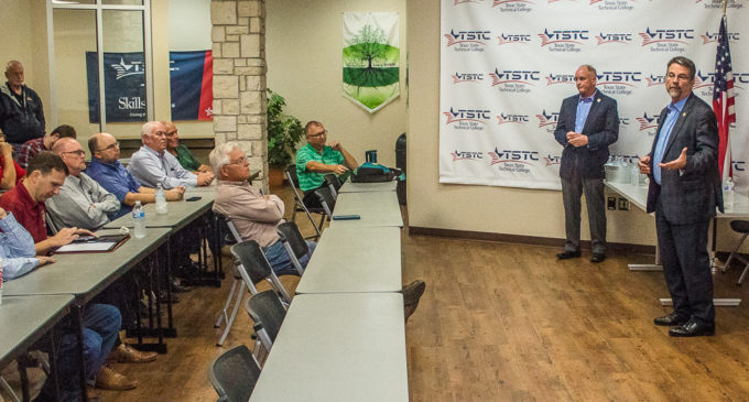 Perry, Lang meet with Breckenridge citizens