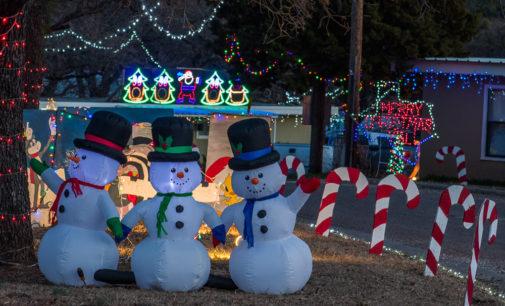Possum Hollow hosts annual Christmas lights display