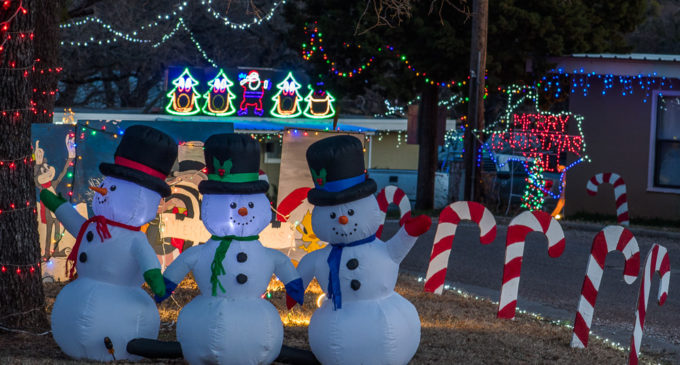 Possum Hollow hosts annual Christmas lights display
