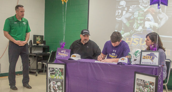 From Buckaroo to Cowboy: Rance Russell signs with Hardin-Simmons