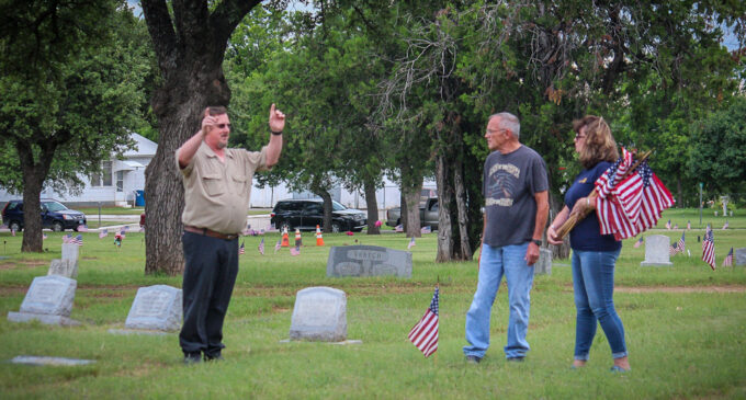 Volunteers needed to help place flags on veterans' graves for Memorial Day