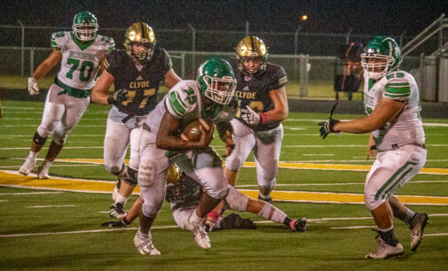 Buckaroos drop first district game to Clyde Bulldogs