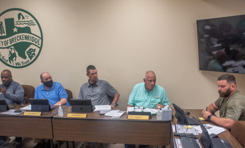 Breckenridge City Commission swears in new members, decides on plan for new water rates