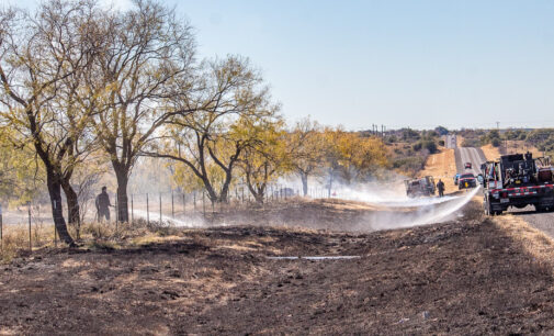 Firefighters respond to wildfire on Highway 67; dry conditions pose threat to area